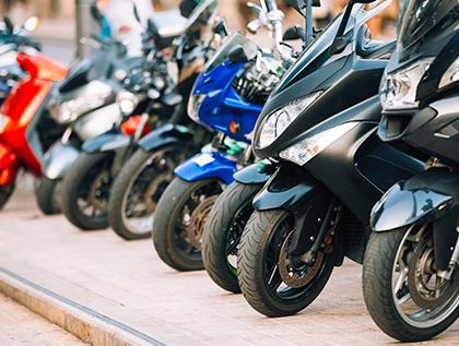 ¿Qué motos puedo llevar con el carnet de coche? - Ecodriver